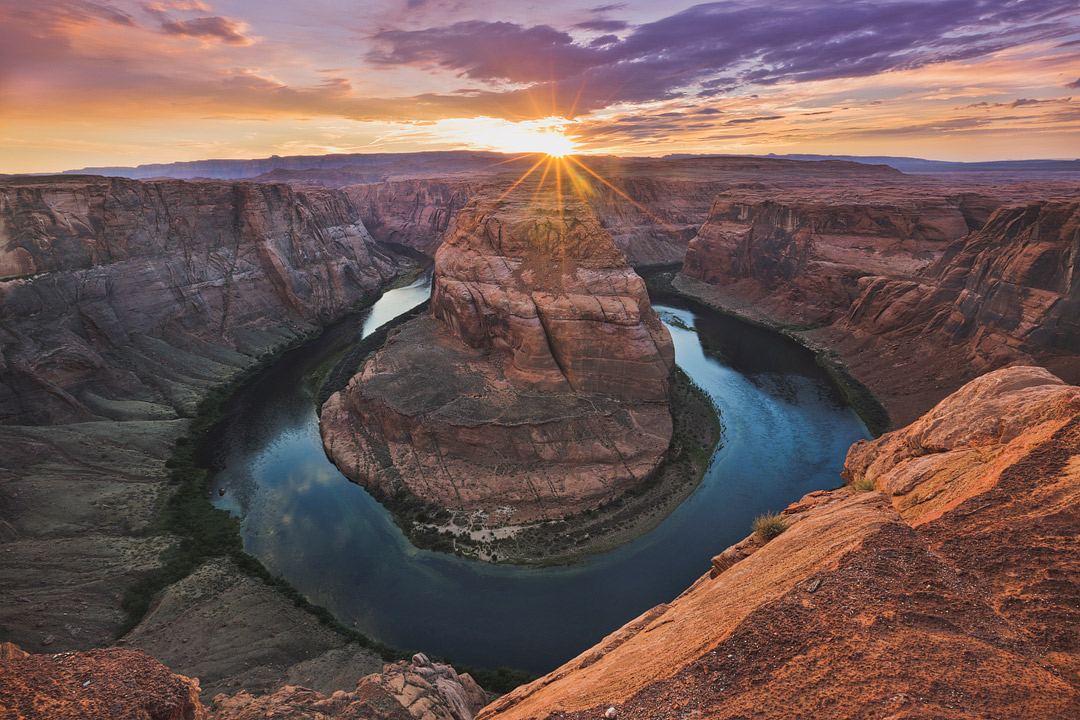 Sunset at Horseshoe Bend + 11 Popular Lake Powell Activities You Can't Miss // Local Adventurer #usa #travel #arizona #utah #az #outdoors #hiking #lakepowell #canyon #horseshoebend