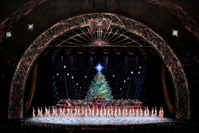 Rockettes Radio City Christmas Spectacular ( Rockettes NYC )+ What to do in NYC at Christmas / Christmas Time in New York | LocalAdventurer.com