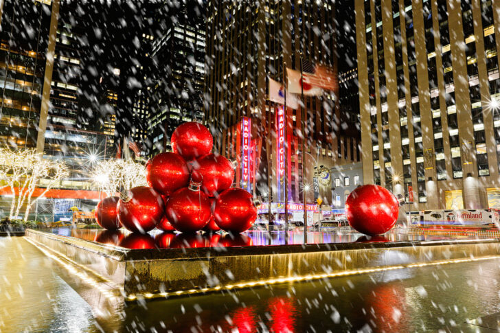 Christmas Decorations NYC + New York Christmas Time | LocalAdventurer.com