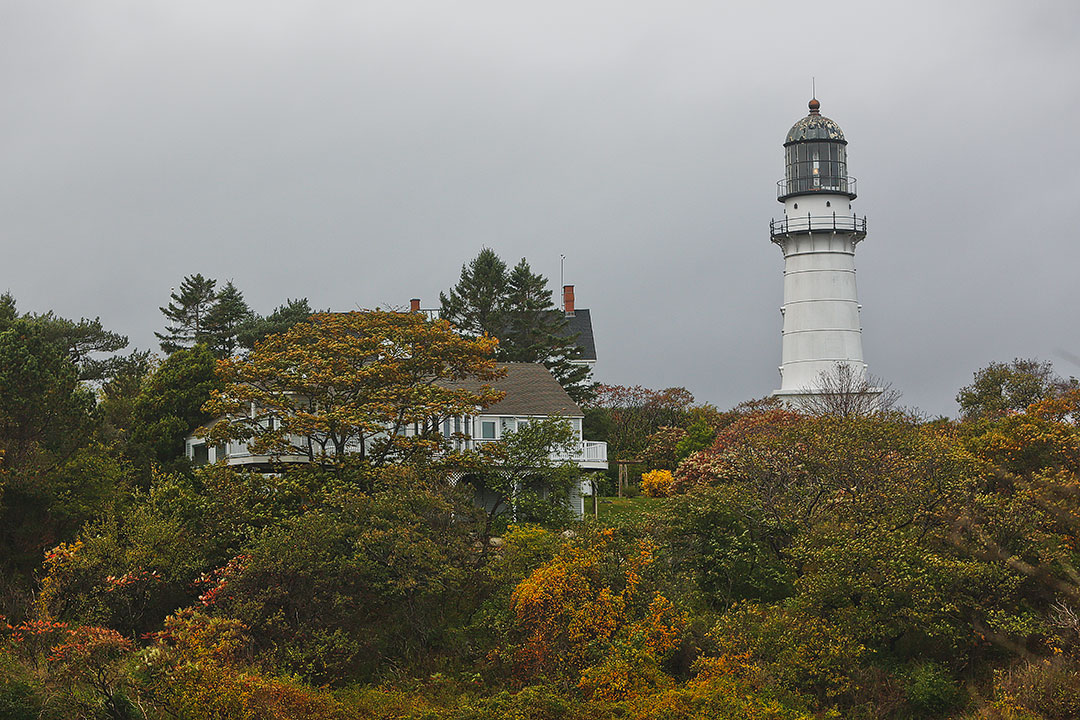 Cape Elizabeth Lights + 5 Beautiful Portland Lighthouses to Visit // Local Adventurer #maine #mainething