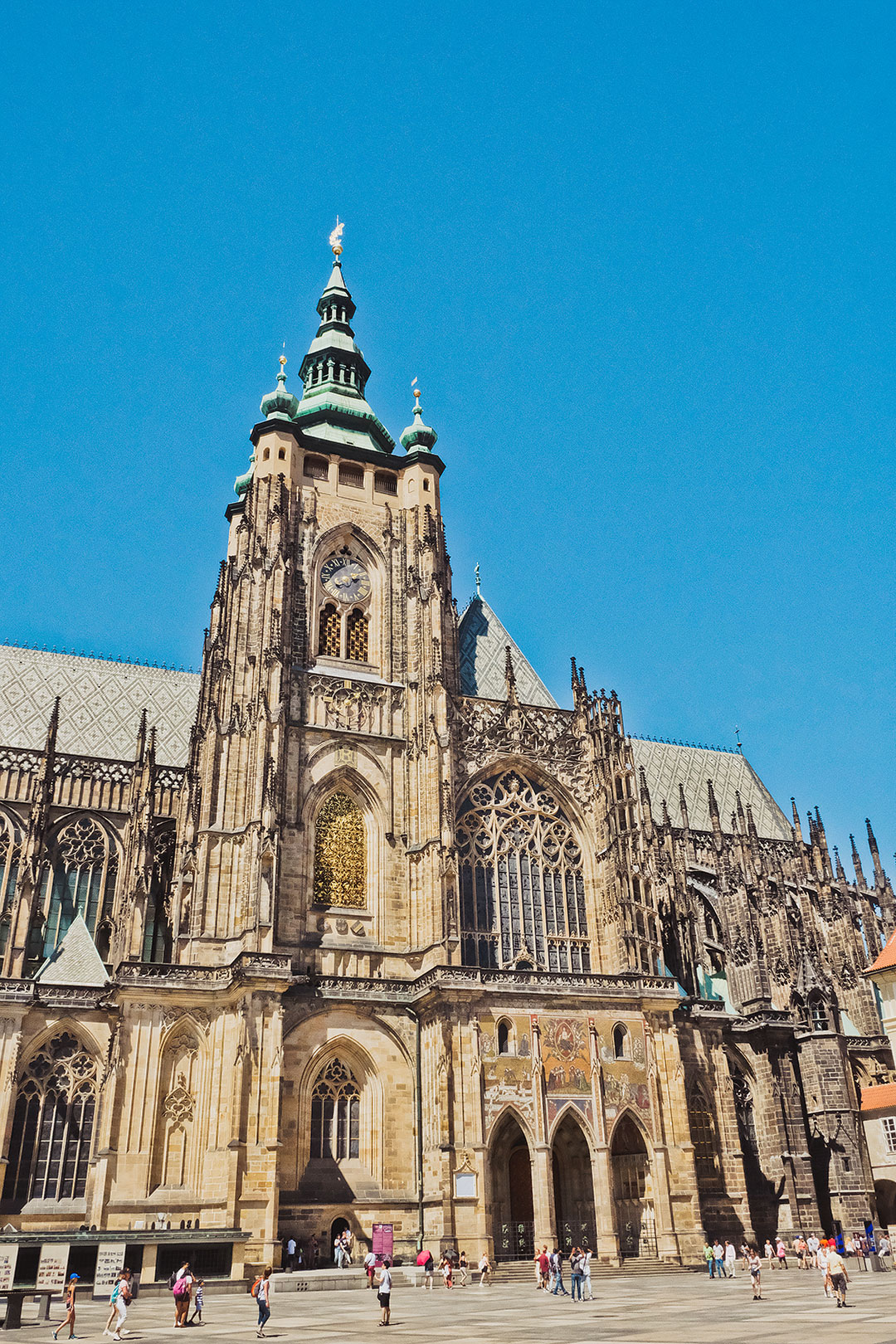 Praha Castle + 15 Incredible Things to Do in Prague