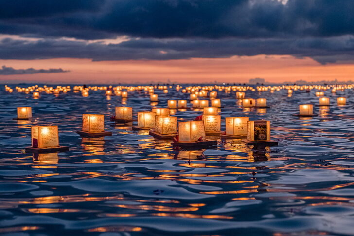 Floating Lantern Festival Hawaii + 15 Best Festivals in the US to Add to Your Bucket List - American Music Festival + Biggest Festivals in the US / localadventurer.com