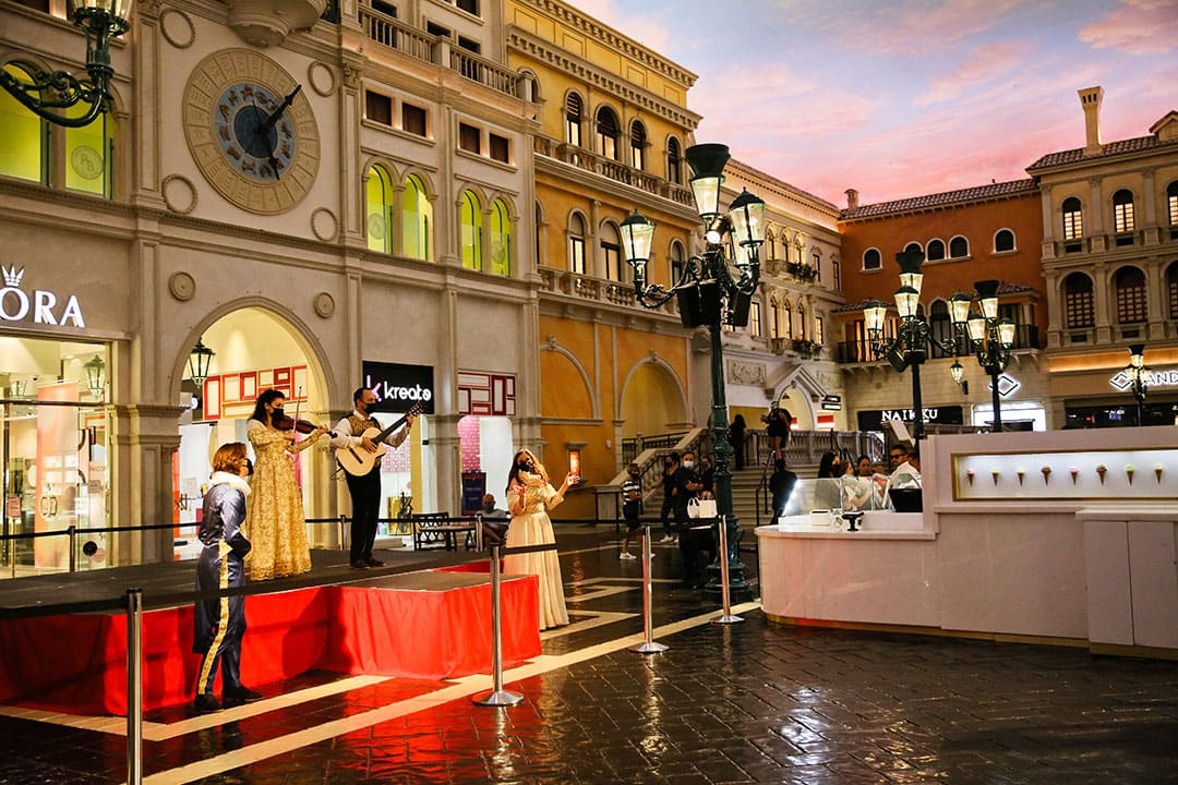 streetmosphere at the Venetian